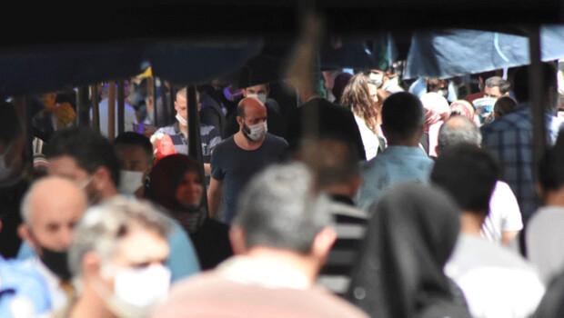 Sokağa çıkma yasağı öncesi pazarlar dolup, taştı