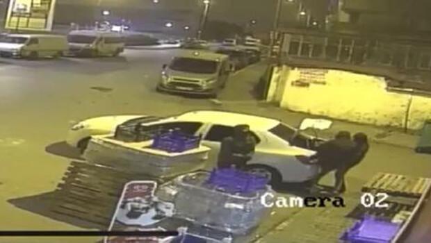 Ümraniye'de market hırsızları kamerada… Çelik kasayı böyle götürdüler