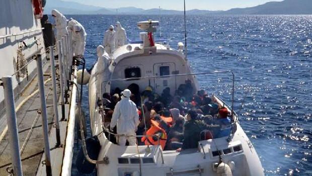 Yunanistan'ın geri ittiği kaçak göçmenler kurtarıldı