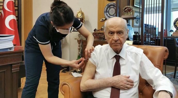 MHP Lideri Bahçeli Covid-19 aşısı yaptırdı