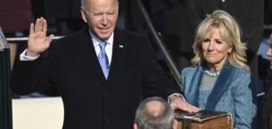 Joe Biden, İncil'e el basarak Başkanlık görevine başladı