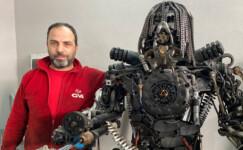 Hurda parçalarından robot yapıyor