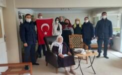 92 yaşındaki Mahide nineden Mehmetçik'e ilmek ilmek destek