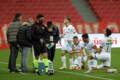 Samsunspor ve Bursasporlu futbolcular saha kenarında oruçlarını açtı