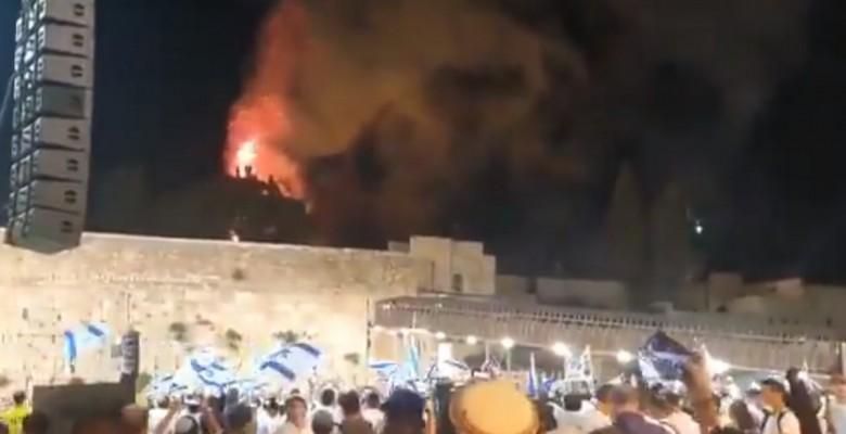 İsrailliler Mescid-i Aksa'da çıkan yangını sevinçle izledi