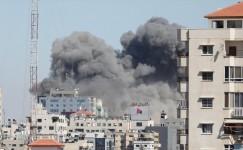 İsrail, Gazze'de medya binasını vurdu
