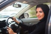 Suudi Arabistan yaptı! 17 yaşındaki genç kızlara artık ehliyet almak serbest…