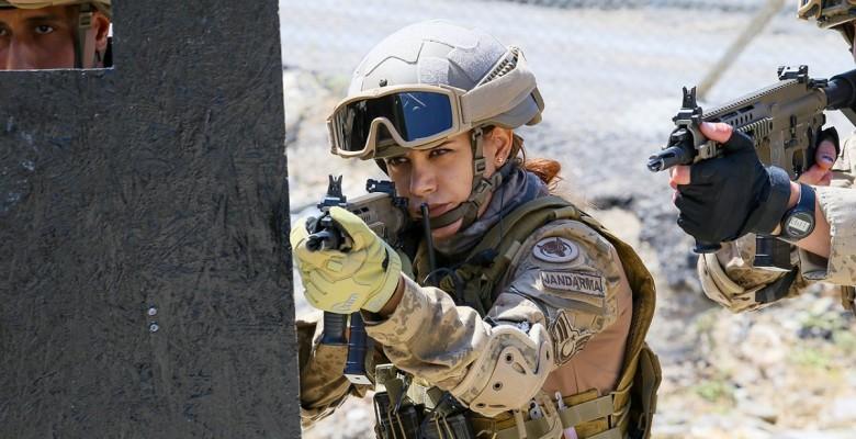 Terör operasyonları için eğitim alan ilk kadın astsubay göreve hazır